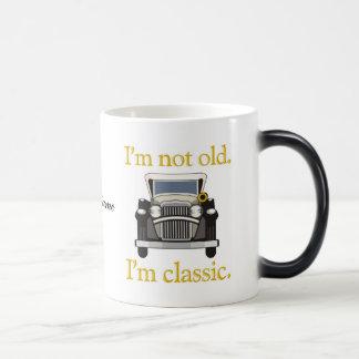 No soy viejo. Soy clásico. Taza Mágica