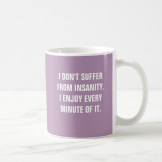 No sufro de locura que disfruto de cada minuto taza básica blanca