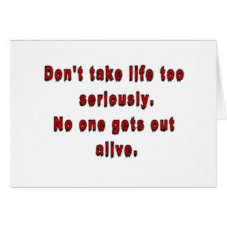 No tarde la vida demasiado seriamente tarjeta de felicitación