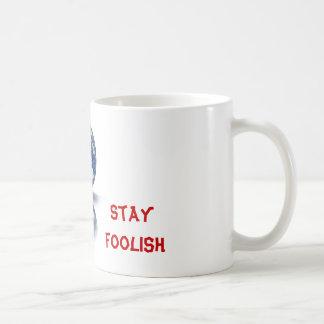No te conformes. No dejes de ser curioso. Classic White Coffee Mug
