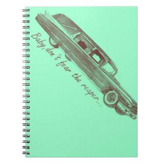 No tema el diseño del coche fúnebre del segador libretas