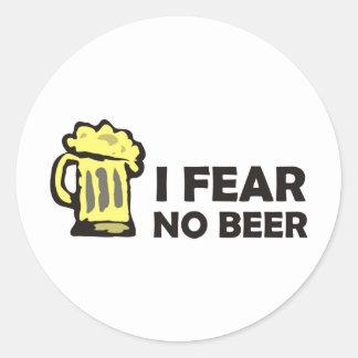 No temo ninguna cerveza, taza que hace espuma pegatina redonda