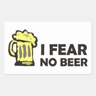 No temo ninguna cerveza, taza que hace espuma pegatina rectangular
