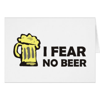 No temo ninguna cerveza, taza que hace espuma tarjeta de felicitación