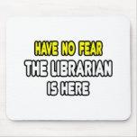 No tenga ningún miedo, el bibliotecario está aquí alfombrillas de ratones