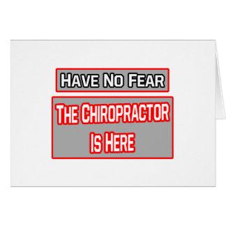 No tenga ningún miedo. El Chiropractor está aquí Tarjetas