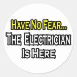 No tenga ningún miedo, el electricista está aquí etiqueta redonda