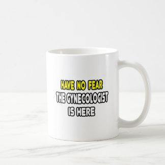 No tenga ningún miedo, el ginecólogo está aquí taza de café