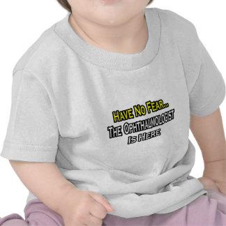 No tenga ningún miedo el oftalmólogo está aquí camiseta
