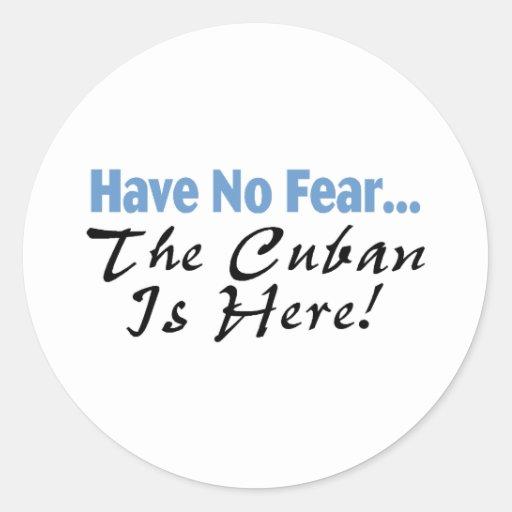 No tenga ningún miedo que el cubano está aquí pegatina redonda