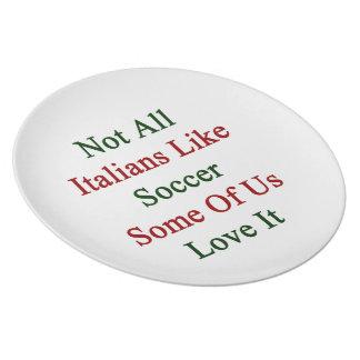 No todos los italianos tienen gusto de fútbol plato de comida