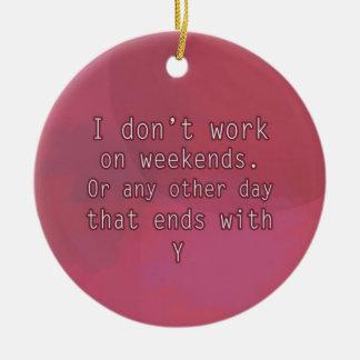 No trabajo el fines de semana adorno navideño redondo de cerámica