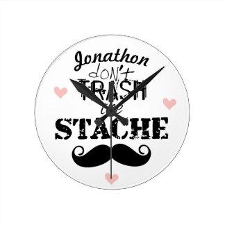 No trash al inconformista retro del bigote de reloj redondo mediano