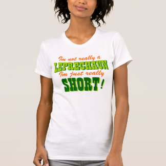 No un cortocircuito del Leprechaun apenas Camisetas