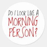 No una persona de la mañana pegatina redonda