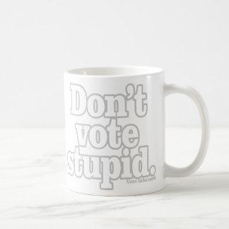 No vote estúpido taza de café