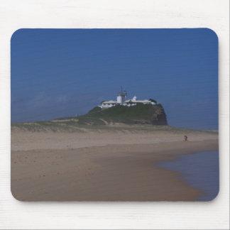 Noble playa y casa ligera en Newcastle Alfombrillas De Ratones