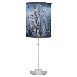 Noche celestial del cuervo lámpara de mesa
