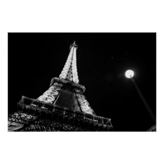 Noche de la torre Eiffel @ (blanco y negro) Póster