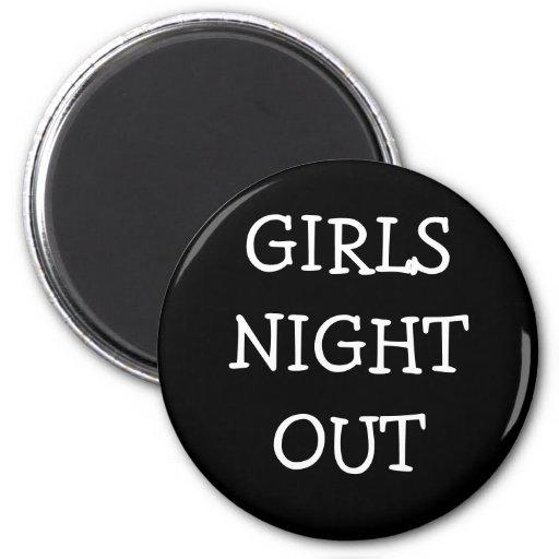 Noche de los chicas hacia fuera imán redondo 5 cm
