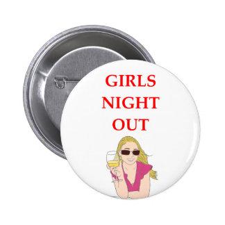 noche de los chicas hacia fuera pin redondo de 2 pulgadas