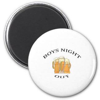 Noche de los muchachos hacia fuera imán redondo 5 cm