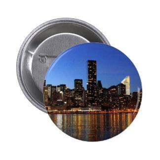 Noche de NYC New York City Manhattan Pin Redondo De 2 Pulgadas