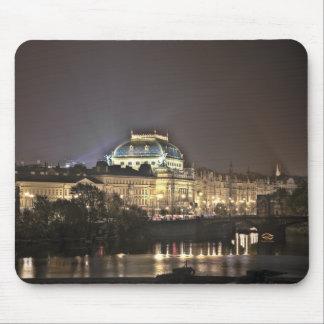 Noche de Praga del teatro nacional Alfombrillas De Ratón