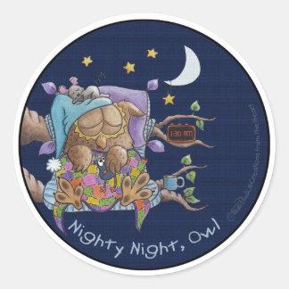 Noche del camisón búho etiqueta redonda