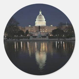 Noche del edificio del capitolio de los E.E.U.U. Pegatina Redonda