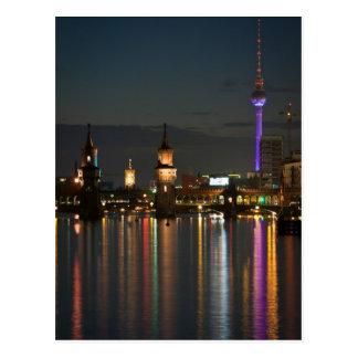 Noche del puente de Berlín Alexanderplatz Oberbaum Tarjeta Postal