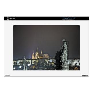 Noche del puente de Charles del castillo de Praga Skins Para 38,1cm Portátil