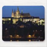 Noche en Praga, República Checa Alfombrillas De Ratones
