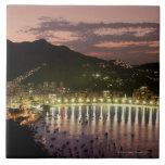 Noche en Río de Janeiro, el Brasil Azulejo Cuadrado Grande