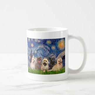 Noche estrellada de los terrieres de mojón (cinco) taza de café