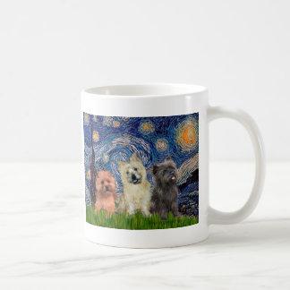 Noche estrellada de los terrieres de mojón (tres) taza de café
