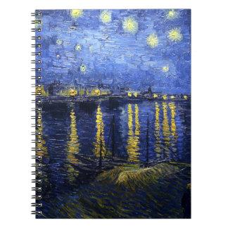 Noche estrellada de Van Gogh sobre el cuaderno de