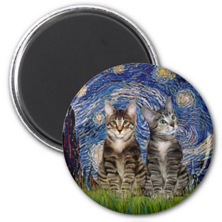 Noche estrellada - dos gatos de tigre del Tabby Imán Redondo 5 Cm