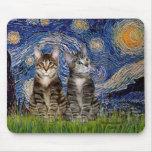Noche estrellada - dos gatos de tigre del Tabby Tapete De Raton