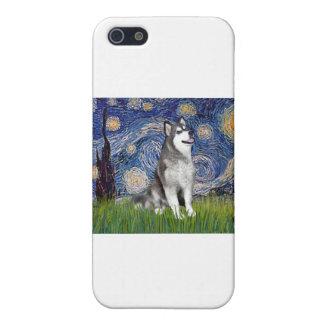 Noche estrellada - Malamute de Alaska iPhone 5 Cárcasa