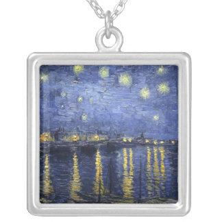 Noche estrellada sobre el collar de Rhone
