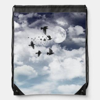 Noche iluminada por la luna mochila