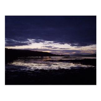 Noche oscura a través del agua - isla Mull Tarjetas Postales