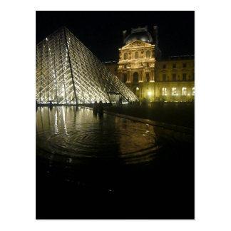Noche por la pirámide postal