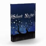 Noche silenciosa de los árboles estrellados