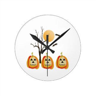 Noches de Halloween Reloj Redondo Mediano