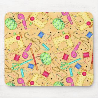 Nociones de costura amarillas Mousepad