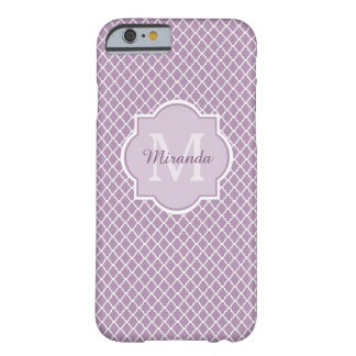 Nombre con monograma púrpura de Quatrefoil de la Funda Barely There iPhone 6