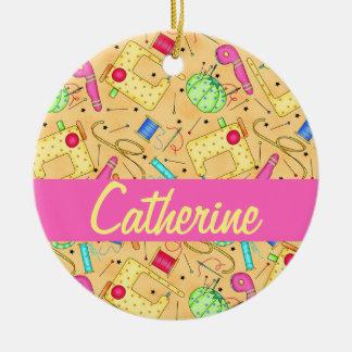 Nombre de costura amarillo del arte de las adorno navideño redondo de cerámica