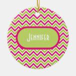 Nombre de encargo rosado verde del chica del adorno navideño redondo de cerámica